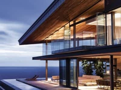 Stunning Silver is a 5 star luxury holiday villa in Knysna, Garden Route, South Africa. 4 bedrooms with jacuzzi, pool and Indian Ocean view.