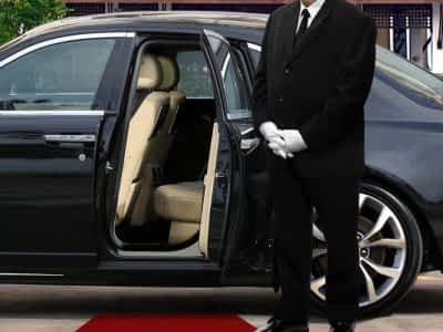 Reliable Chauffeurs in Cape Town, South Africa. Bespoke Villas only works with the best in the industry and arranges all your transport needs.