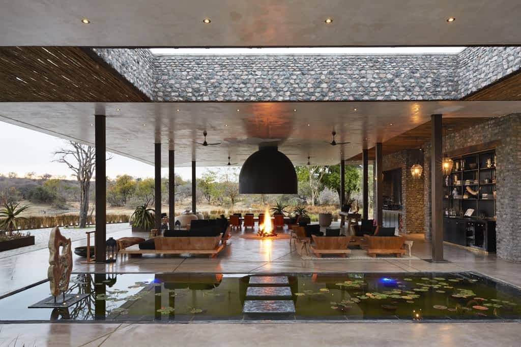 Safari - Luxury holiday residence - 5 Bedrooms - with All meals provided, Chef, Fireplace, Game drives, Game vehicles, Pool, Rangers, Steam Room, Trackers, Wifi -...
