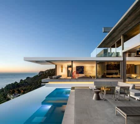 Ultimate Tourmaline is an exclusive 6 bedroom holiday Villa in Clifton Cape Town. Stefan Antoni designed family-friendly vacation dream.